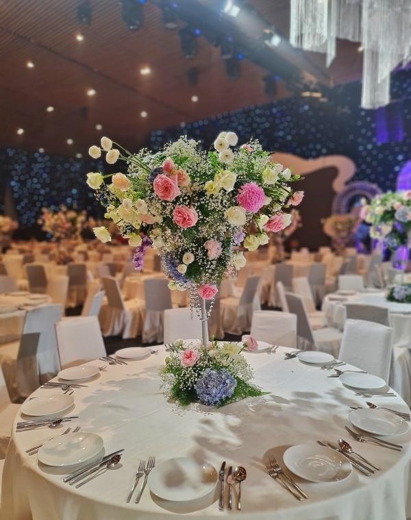 Đám cưới con ông chủ Saigon Square: Dàn siêu xe 200 tỷ, Cường Đôla, Mai Phương Thúy đến dự - 13