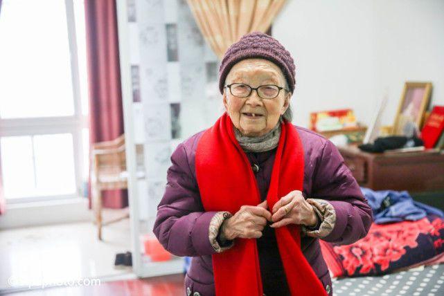 Cụ bà 107 tuổi trẻ như 70, bí quyết trường thọ là nhờ 3 điều này - 1