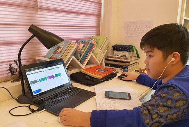 Dịch COVID-19 có diễn biến phức tạp: Hơn 2 triệu học sinh Hà Nội chuyển học online - 1