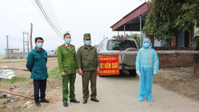 Cả thôn 600 nhân khẩu nội bất xuất, ngoại bất nhập sau khi 1 người về từ tâm dịch bị sốt - 1