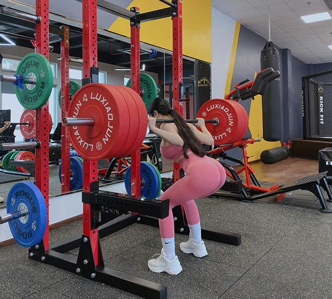 Hot girl tập gym Phạm Hồng Nhung vòng ba gần 100cm nhờ nâng tạ 160kg - 7