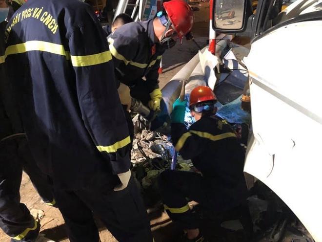 Xe tải và xe máy đâm nhau trong đêm, 3 người thiệt mạng - 3