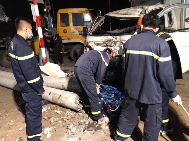 Xe tải và xe máy đâm nhau trong đêm, 3 người thiệt mạng - 2