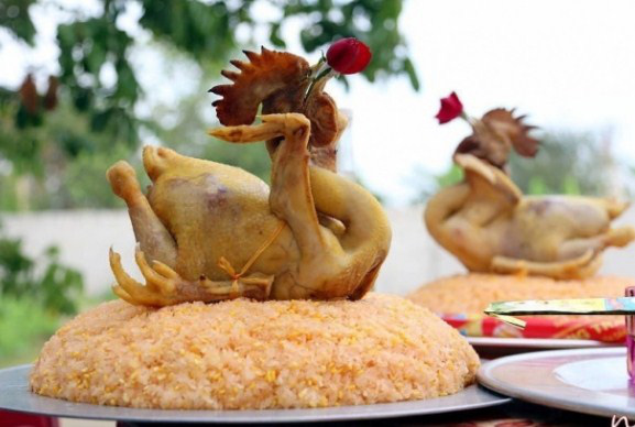 Gà cúng Giao thừa chọn và luộc theo cách đơn giản này, gà vàng óng, không nứt da - 3
