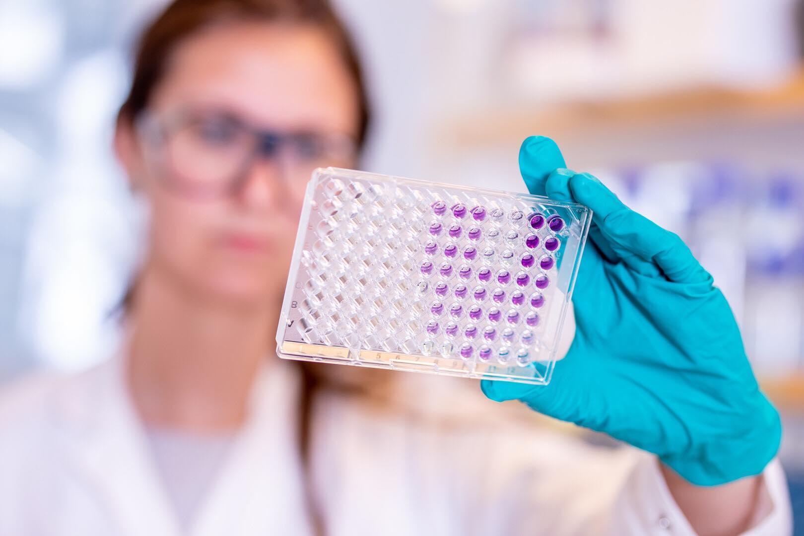 Lô vắc-xin COVID-19 đầu tiên sắp về đến Việt Nam, ai sẽ được tiêm trước? - hình ảnh 1