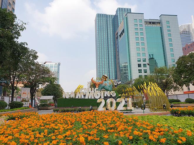 Toa tàu Metro xuất hiện và hình ảnh đường hoa Nguyễn Huệ Tết Tân Sửu 2021 trước ngày khai mạc - hình ảnh 5