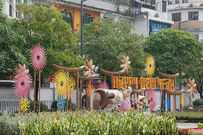 Toa tàu Metro xuất hiện và hình ảnh đường hoa Nguyễn Huệ Tết Tân Sửu 2021 trước ngày khai mạc - hình ảnh 9