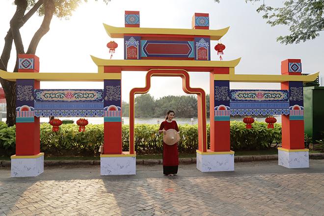 """Ngắm đường hoa dài 700m ở Phú Mỹ Hưng, điểm """"check in"""" cho du khách dịp Tết đến Xuân về - hình ảnh 11"""