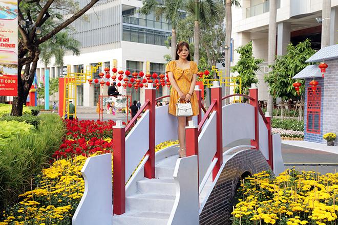 """Ngắm đường hoa dài 700m ở Phú Mỹ Hưng, điểm """"check in"""" cho du khách dịp Tết đến Xuân về - hình ảnh 12"""