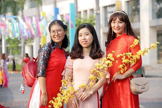 """Ngắm đường hoa dài 700m ở Phú Mỹ Hưng, điểm """"check in"""" cho du khách dịp Tết đến Xuân về - hình ảnh 13"""