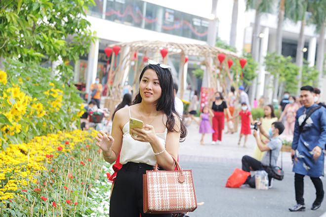 """Ngắm đường hoa dài 700m ở Phú Mỹ Hưng, điểm """"check in"""" cho du khách dịp Tết đến Xuân về - hình ảnh 8"""