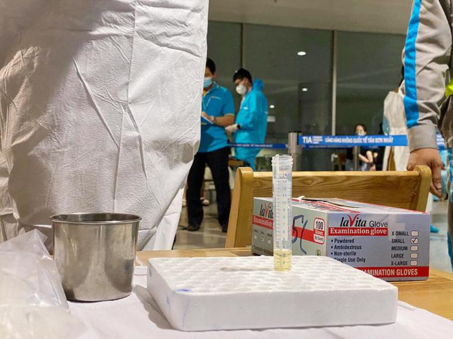 Đang lấy mẫu xét nghiệm 1.000 nhân viên sân bay Tân Sơn Nhất - hình ảnh 16