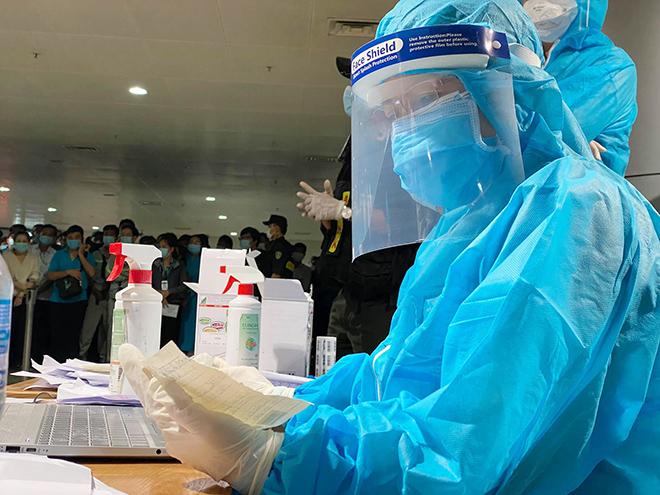 Đang lấy mẫu xét nghiệm 1.000 nhân viên sân bay Tân Sơn Nhất - hình ảnh 17