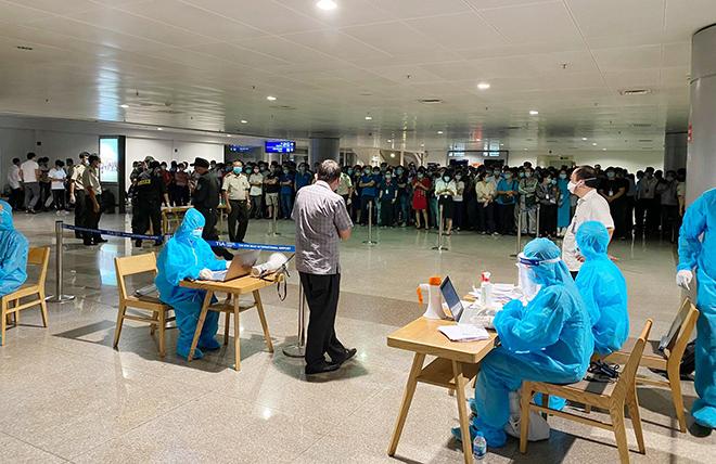 Đang lấy mẫu xét nghiệm 1.000 nhân viên sân bay Tân Sơn Nhất - hình ảnh 6