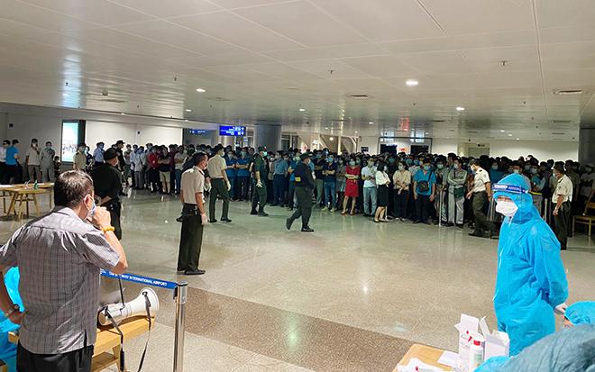 Đang lấy mẫu xét nghiệm 1.000 nhân viên sân bay Tân Sơn Nhất - hình ảnh 7