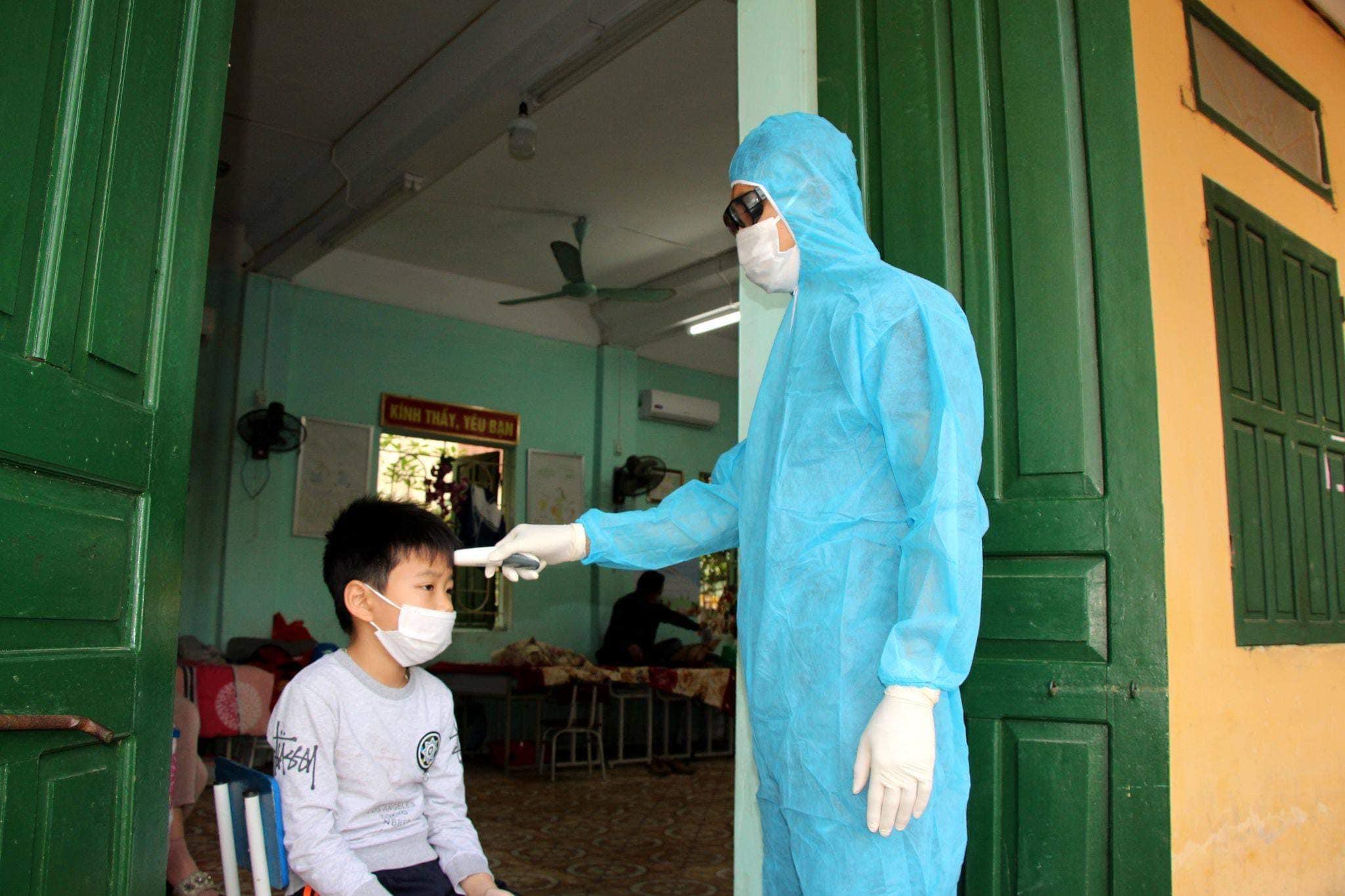 Bộ Y tế hướng dẫn cách ly y tế tại nhà cho trẻ dưới 15 tuổi - hình ảnh 1
