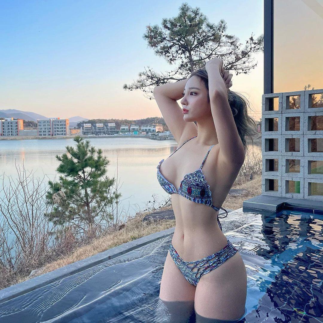 """Bikini độc lạ tôn hình thể """"bom di động"""" của cô giáo thể hình Hàn Quốc - hình ảnh 1"""