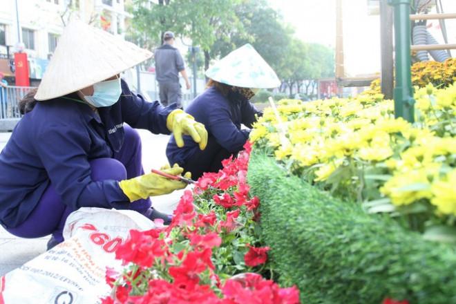 Đường hoa Nguyễn Huệ mở cửa đón khách từ sáng 10/2, yêu cầu không bỏ khẩu trang chụp hình, selfie - 9