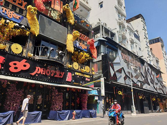 TP.HCM: Quán bar, karaoke, quán nhậu đồng loạt đóng cửa, đường phố vắng tanh - hình ảnh 1