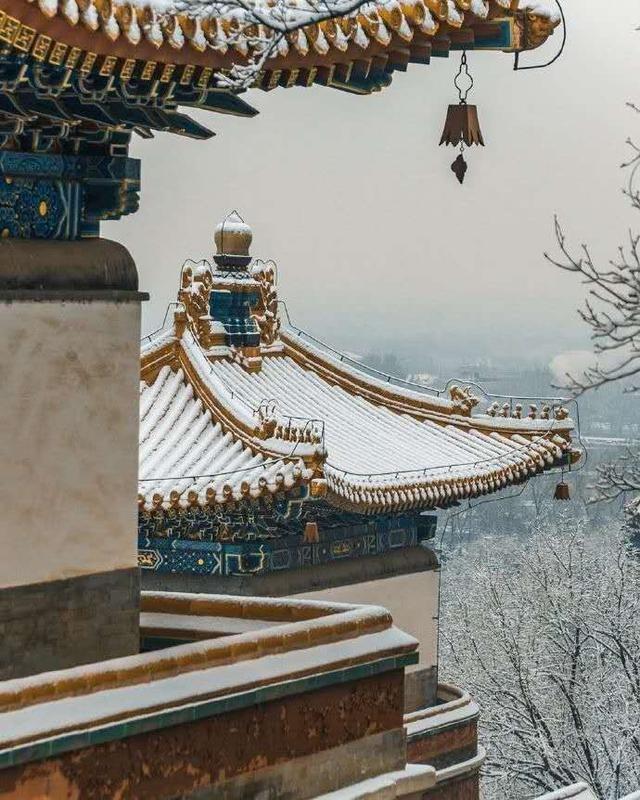 """Khung cảnh tuyết rơi đẹp như tranh vẽ tại """"cung điện mùa hè"""" Di Hòa Viên - 1"""