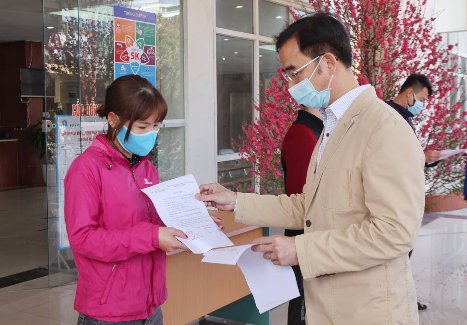 Bác sĩ Bệnh viện Bạch Mai lao vào tâm dịch Hải Dương ngày 30 Tết - hình ảnh 1