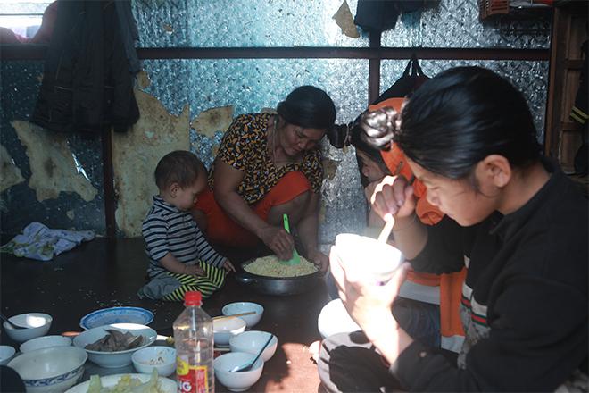 Gia đình 14 con ở Hà Nội: Tết đói khổ hơn vì biến cố lớn - hình ảnh 3