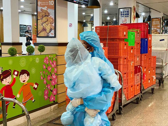 Hình ảnh bất ngờ ở sân bay Tân Sơn Nhất sáng 30 Tết - hình ảnh 4
