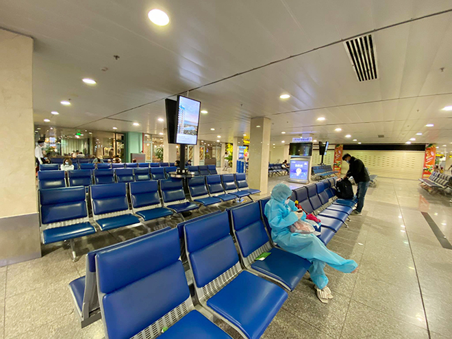 Hình ảnh bất ngờ ở sân bay Tân Sơn Nhất sáng 30 Tết - hình ảnh 8