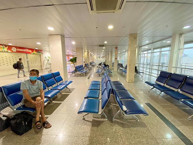 Hình ảnh bất ngờ ở sân bay Tân Sơn Nhất sáng 30 Tết - hình ảnh 9