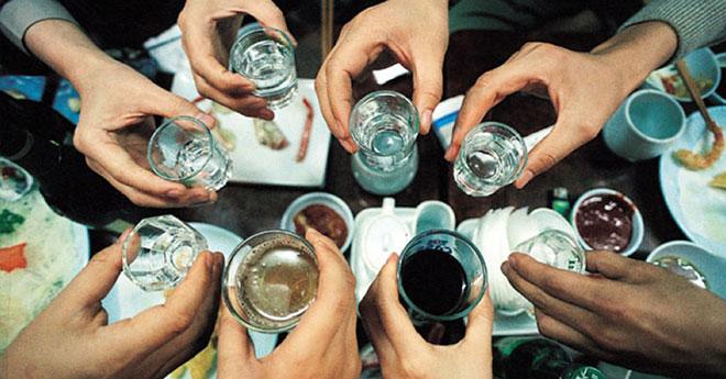 Những mức phạt tiền cần biết khi uống rượu bia dịp Tết đến Xuân về - hình ảnh 1