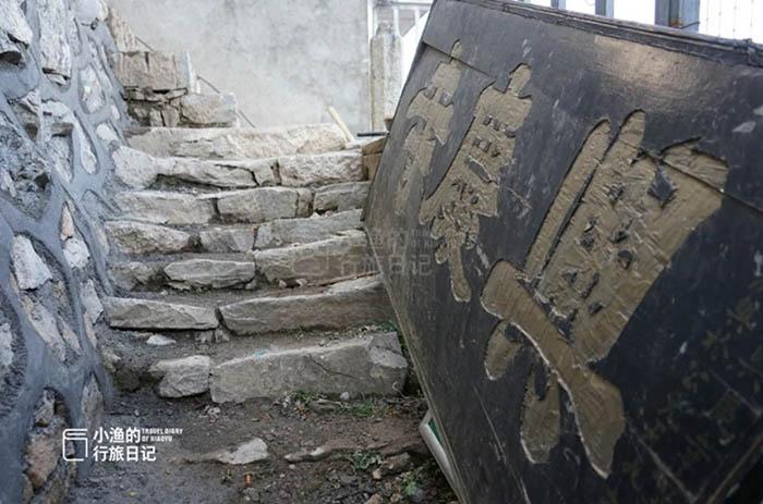 Ngôi đền cổ trên vách đá cao hàng ngàn mét, nơi nhà sư phải hứng nước mưa để uống - hình ảnh 2