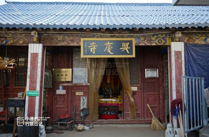 Ngôi đền cổ trên vách đá cao hàng ngàn mét, nơi nhà sư phải hứng nước mưa để uống - hình ảnh 4