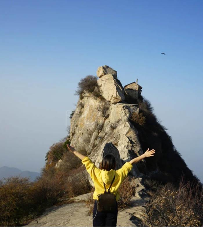 Ngôi đền cổ trên vách đá cao hàng ngàn mét, nơi nhà sư phải hứng nước mưa để uống - hình ảnh 6