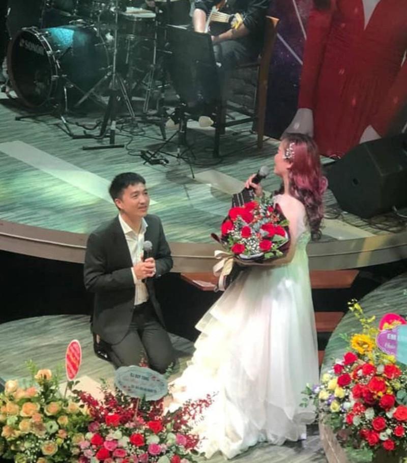 """Diễn viên Hoàng Yến ly hôn lần thứ 4 sau nhiều lần chồng trẻ livestream """"kể chuyện riêng tư"""" - hình ảnh 2"""