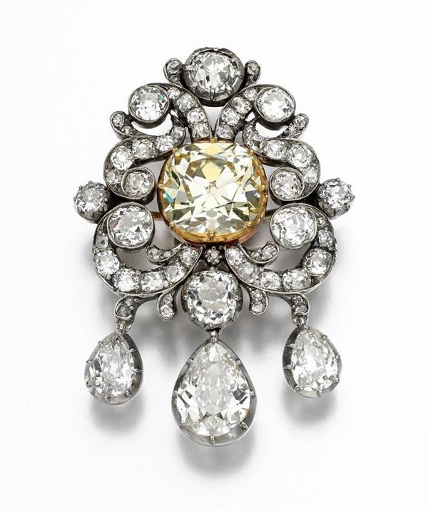 Kho tàng nữ trang cổ điển tuyệt đẹp của quý bà Patricia – chắt gái của nữ hoàng Anh - hình ảnh 2