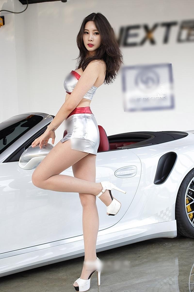 """Mẫu xe hơi Hàn Quốc nổi bật giữa chốn đông người nhờ bộ """"đồ bay"""" bóng lộn, xuyên thấu - hình ảnh 10"""