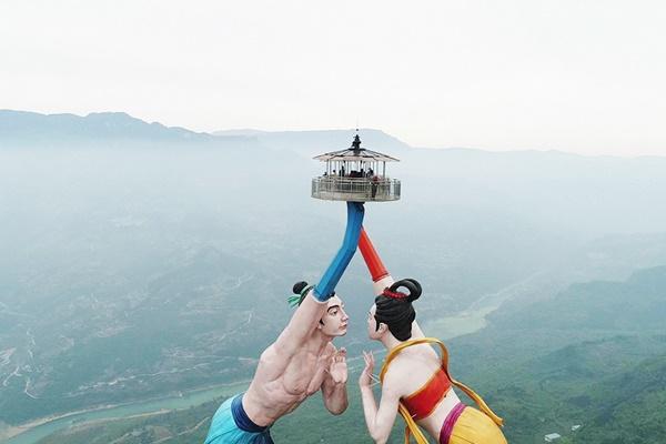 Trải nghiệm hú hồn trên 2 bức tượng xoay tay giữa trời tại Trung Quốc - hình ảnh 2