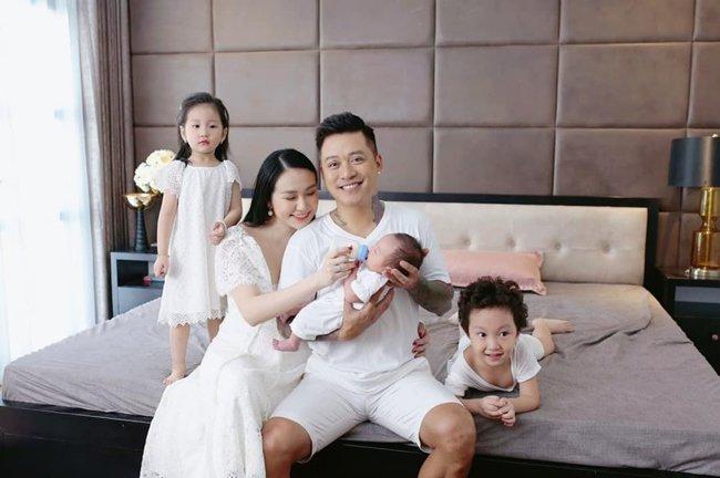 """4 """"nữ đại gia mê đẻ"""" nhất showbiz Việt: Vợ chủ tịch nóng bỏng khiến Tuấn Hưng không thể rời mắt - 6"""