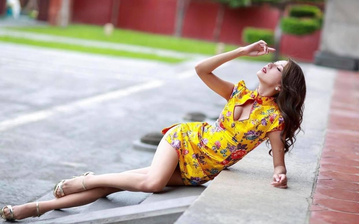 """Mẫu xứ Đài diện áo dài không quần, nhiều lần bị chỉ trích vì gu mặc """"không giống ai"""" - hình ảnh 6"""