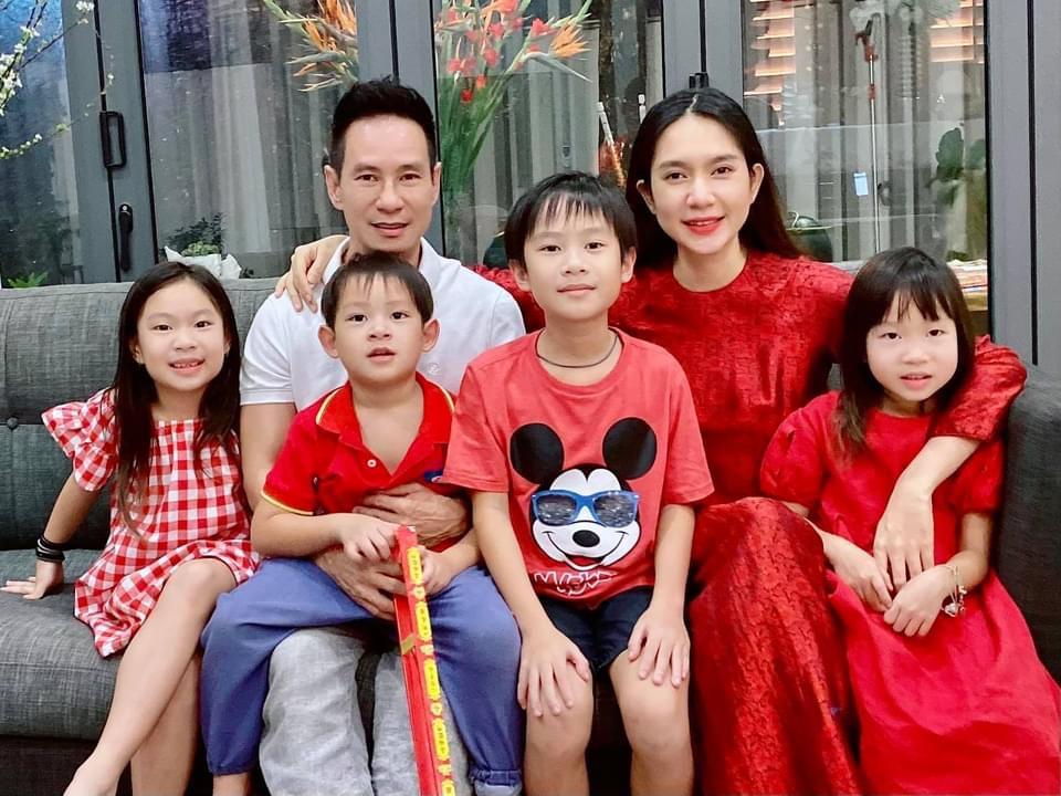"""4 """"nữ đại gia mê đẻ"""" nhất showbiz Việt: Vợ chủ tịch nóng bỏng khiến Tuấn Hưng không thể rời mắt - 2"""