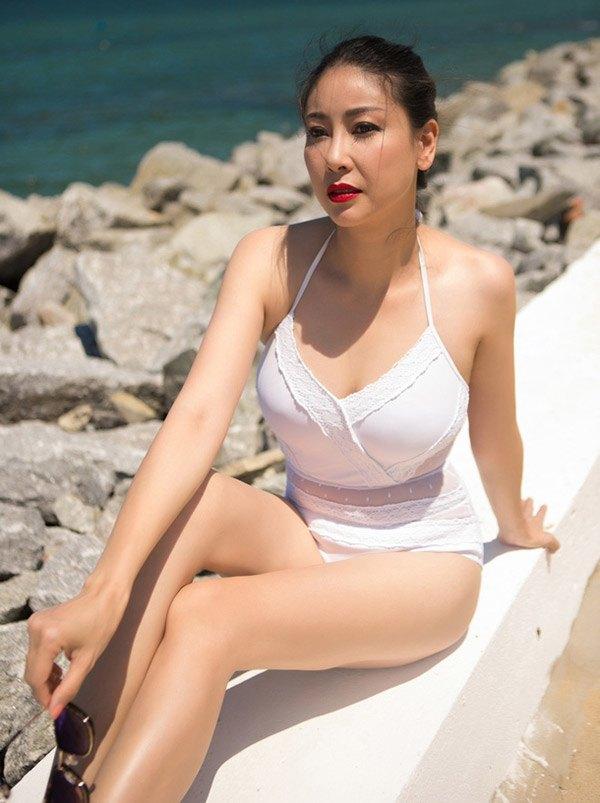 """4 """"nữ đại gia mê đẻ"""" nhất showbiz Việt: Vợ chủ tịch nóng bỏng khiến Tuấn Hưng không thể rời mắt - 11"""
