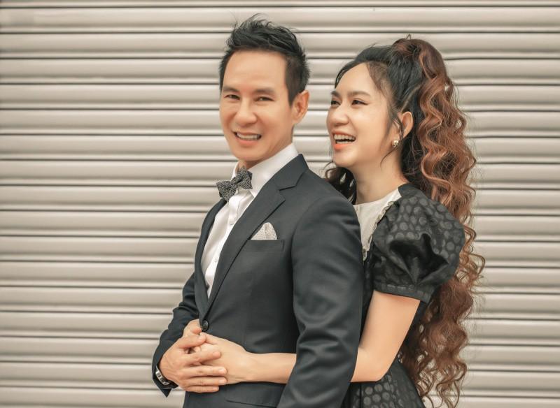 """4 """"nữ đại gia mê đẻ"""" nhất showbiz Việt: Vợ chủ tịch nóng bỏng khiến Tuấn Hưng không thể rời mắt - 3"""