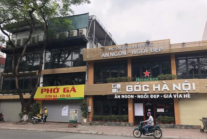 Vì sao không bị cấm nhưng nhiều nhà hàng ở Hà Nội vẫn cửa đóng then cài? - hình ảnh 1