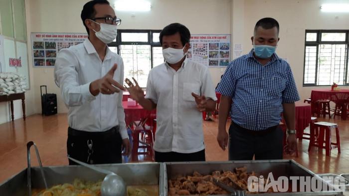 """Cận cảnh 30' phục vụ quán cơm, ông Đoàn Ngọc Hải được trả """"lương khủng"""" - hình ảnh 4"""