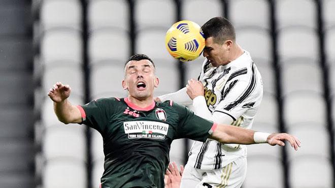 """Ronaldo bật nhảy như siêu nhân ghi 2 bàn đánh đầu, lập kỳ tích """"khủng"""" - 3"""