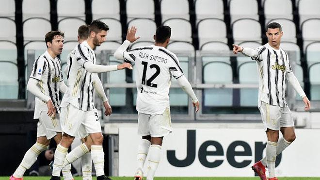 """Ronaldo bật nhảy như siêu nhân ghi 2 bàn đánh đầu, lập kỳ tích """"khủng"""" - 4"""