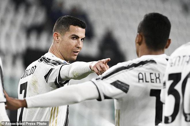 """Ronaldo bật nhảy như siêu nhân ghi 2 bàn đánh đầu, lập kỳ tích """"khủng"""" - 6"""
