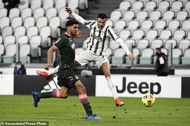 """Ronaldo bật nhảy như siêu nhân ghi 2 bàn đánh đầu, lập kỳ tích """"khủng"""" - 2"""