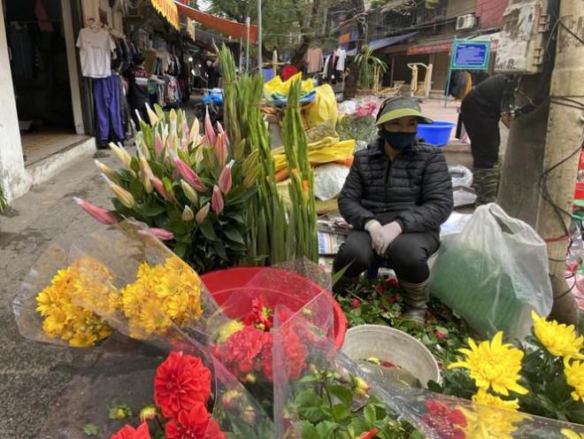 Sát Rằm tháng Giêng, giá hoa ở Hà Nội thấp lạ thường - 4