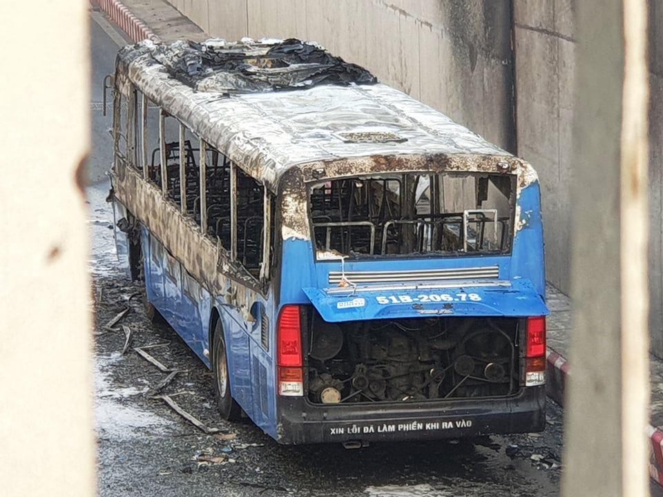 TP.HCM: Xe buýt bốc cháy dữ dội trong hầm chui An Sương - hình ảnh 5